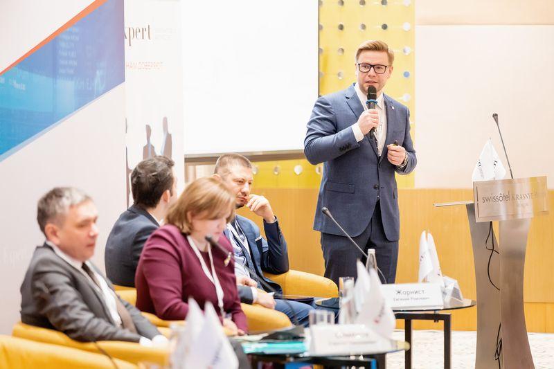 Митрофанов Павел Сергеевич, управляющий директор по корпоративным и суверенным рейтингам